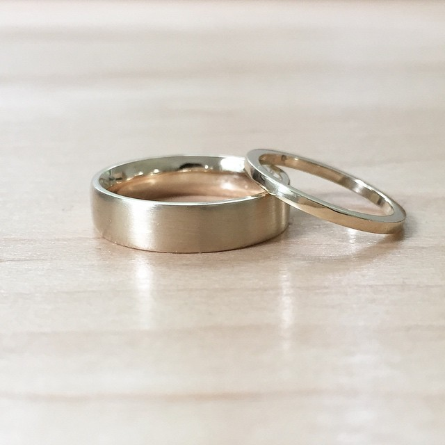 Cute couple #emilytriplettjewelry #weddingbands #modernjewelry #14kgold
