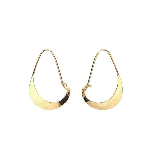 Sway Earring // 14K . . . . . #emilytriplettjewelry #modernjewelry #minimalistjewelry #designerjewelry #14K #earrings